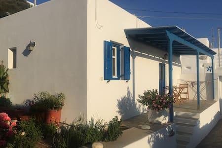 Cycladic studio in Tholaria