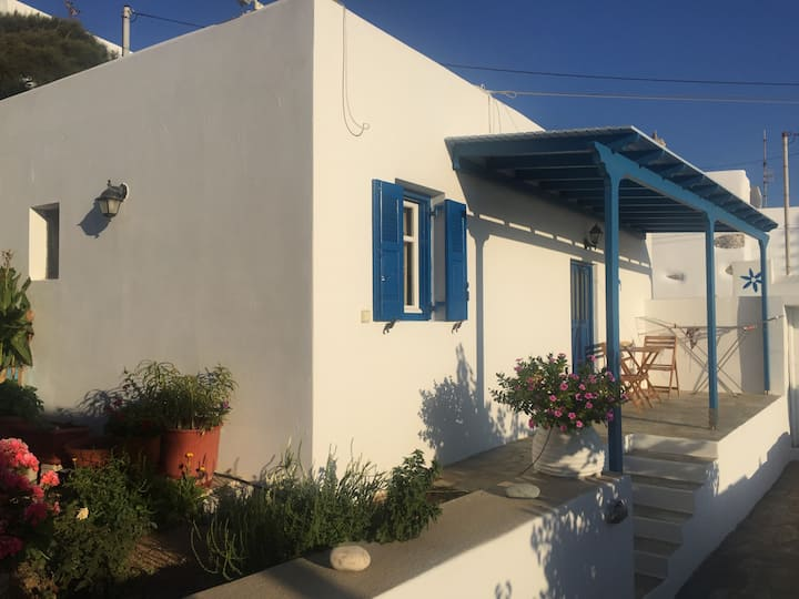 Cycladic studio in Tholaria