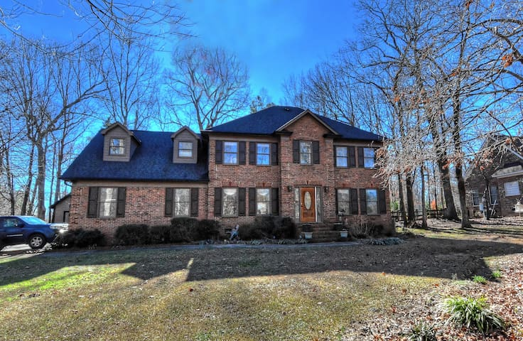Spacious 4 Bedroom w/rec rm in upscale Weddington - Weddington - Casa