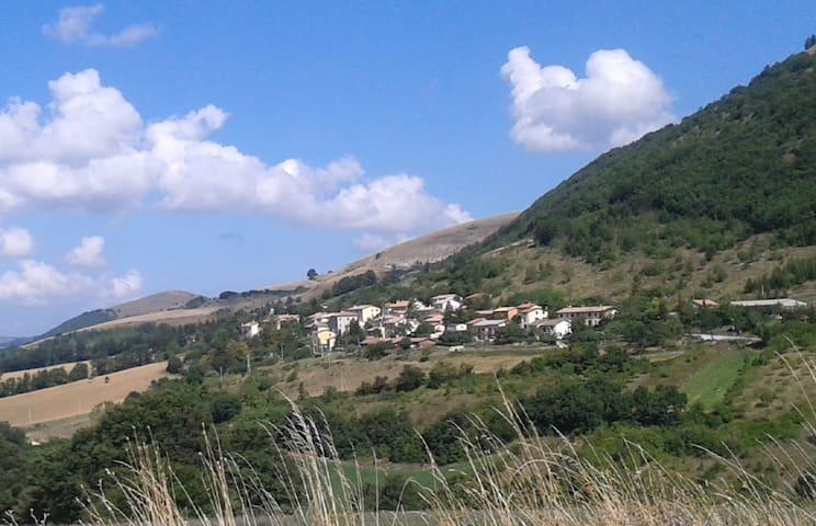 Tranquilla vacanza in montagna - Serravalle di Chienti - บ้าน