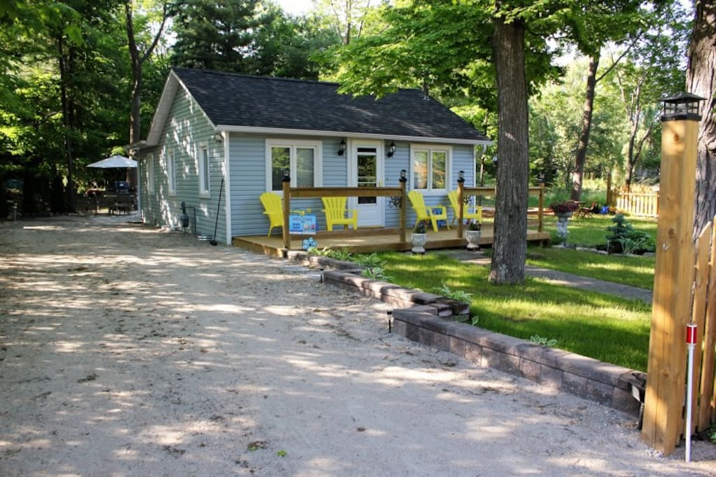 Cottage lge lot wifi air cond no pets smoking cabins for Air canada pet in cabin