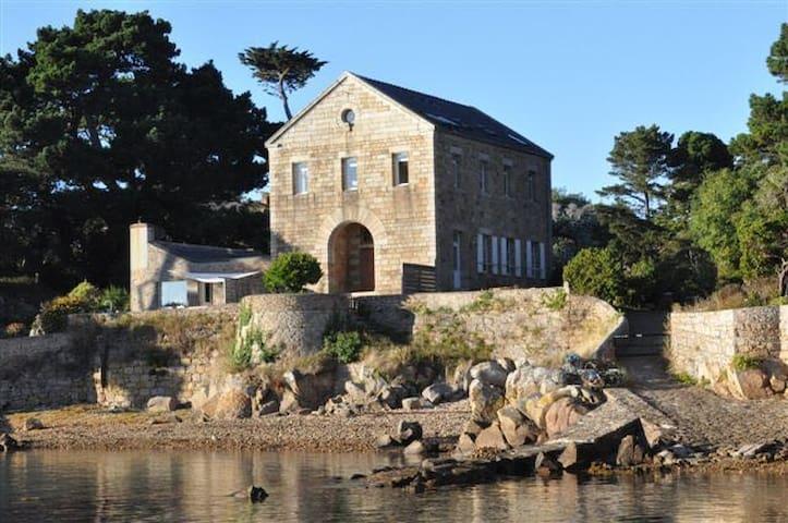 Accès direct à la mer sur une île sans voiture - Île-de-Bréhat - Leilighet