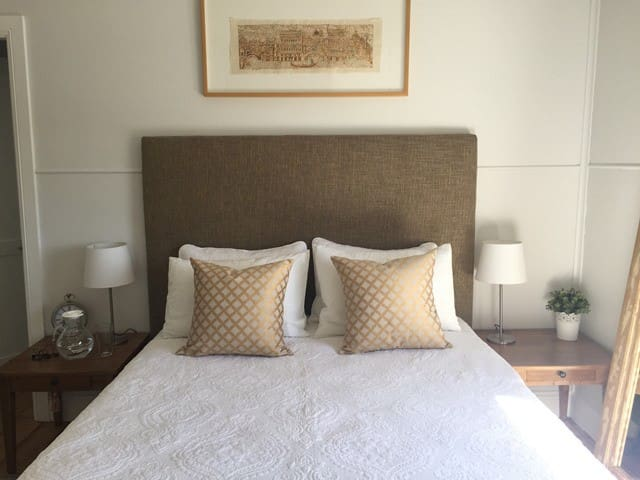 Cosy private rooms in Belrose Cottage