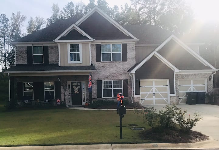 AUsome Home for Large Families CLOSE to AU Campus!