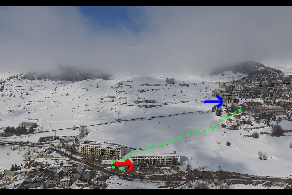 Flèche bleue : la station Flèche rouge : le logement Points verts : trajet à pied pour aller du logement à la station