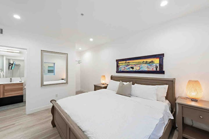 """Comfy king size bed with full en-suite bathroom and a 42"""" smart tv."""