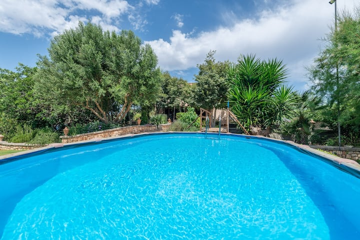 SON LLORINGO - Beautiful villa with private above ground pool, a beautiful garden and views to the countryside in Manacor. Free WiFi