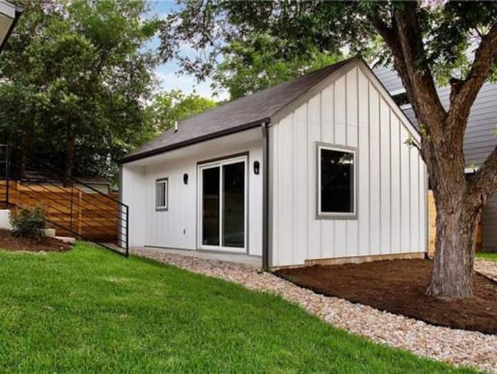 The Silicon Hills Casita-Your South Austin Stay