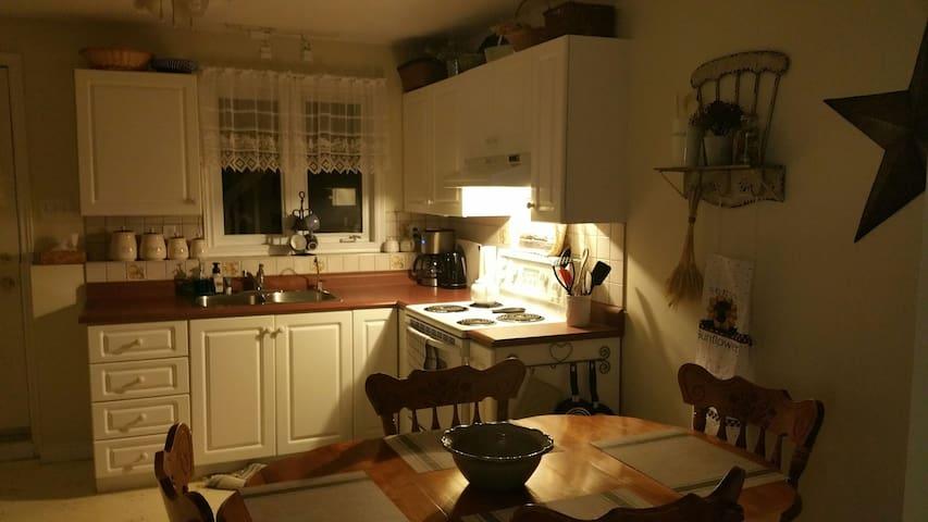 Spectacular,  bright, clean, spacious apartment!!