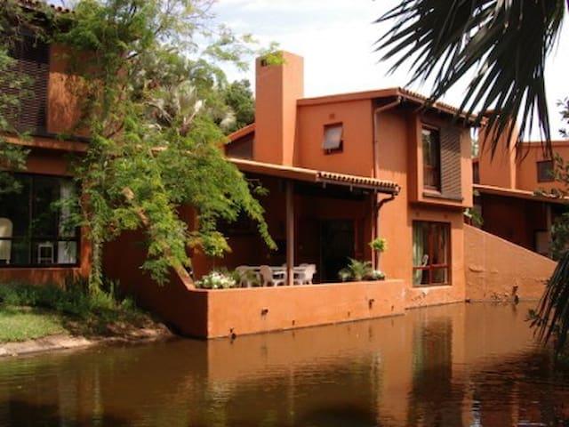 San Lameer 2 bedroom deluxe villa 3402 - Southbroom - Casa