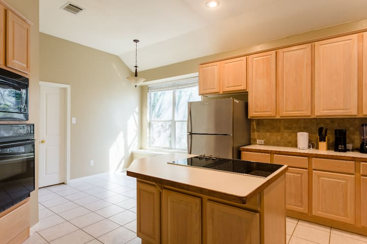 Remodel|15min to downtown|2000+sqft|5min to Domain