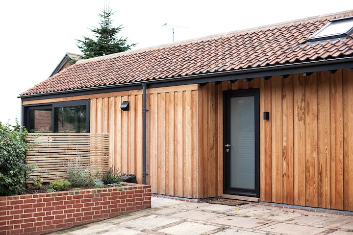 The Wood Store Orford - Contemporary Holiday Home