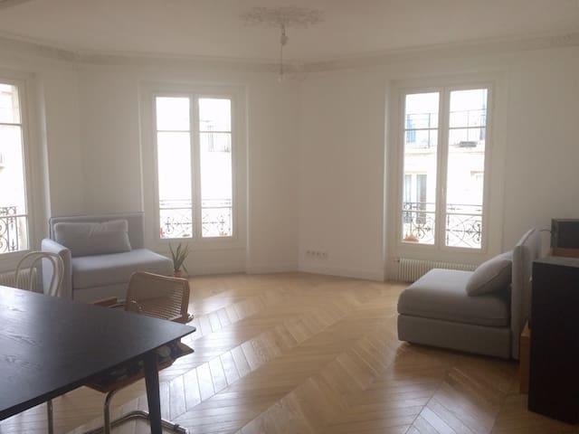Bright Private Room near Montmarte
