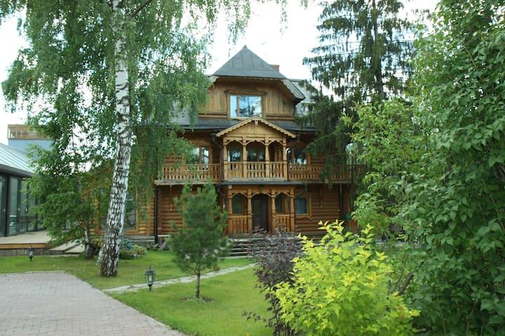 Дом с бассейном и баней - 900 м2, 15 км от МКАД
