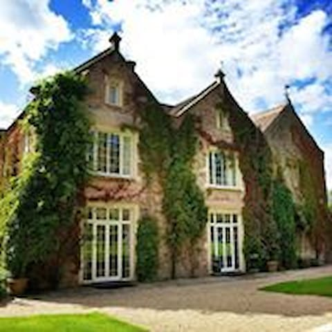 Maunsel House - (accommodation only ) Option One