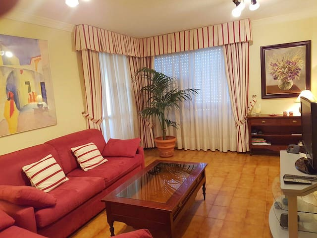 Acogedora Casa con piscina  garaje - Santa Cruz de Tenerife - Huis