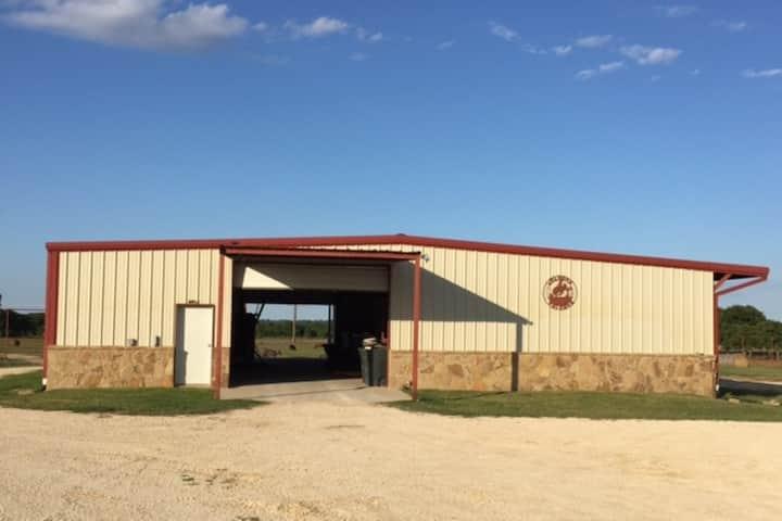 Stephenville Cabin - Horse Barn Apartment