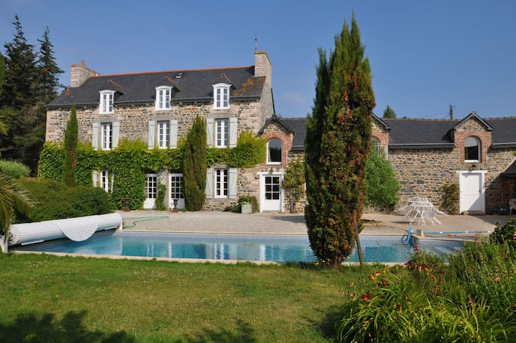 maison de maitre avec piscine,  grand parc arboré - Morieux - Rumah