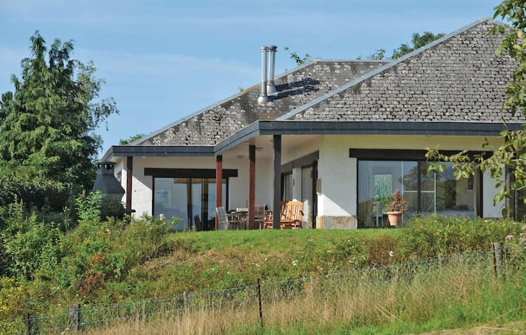 Holiday cottage with 5 bedrooms on 250 m² in Somme-Leuze