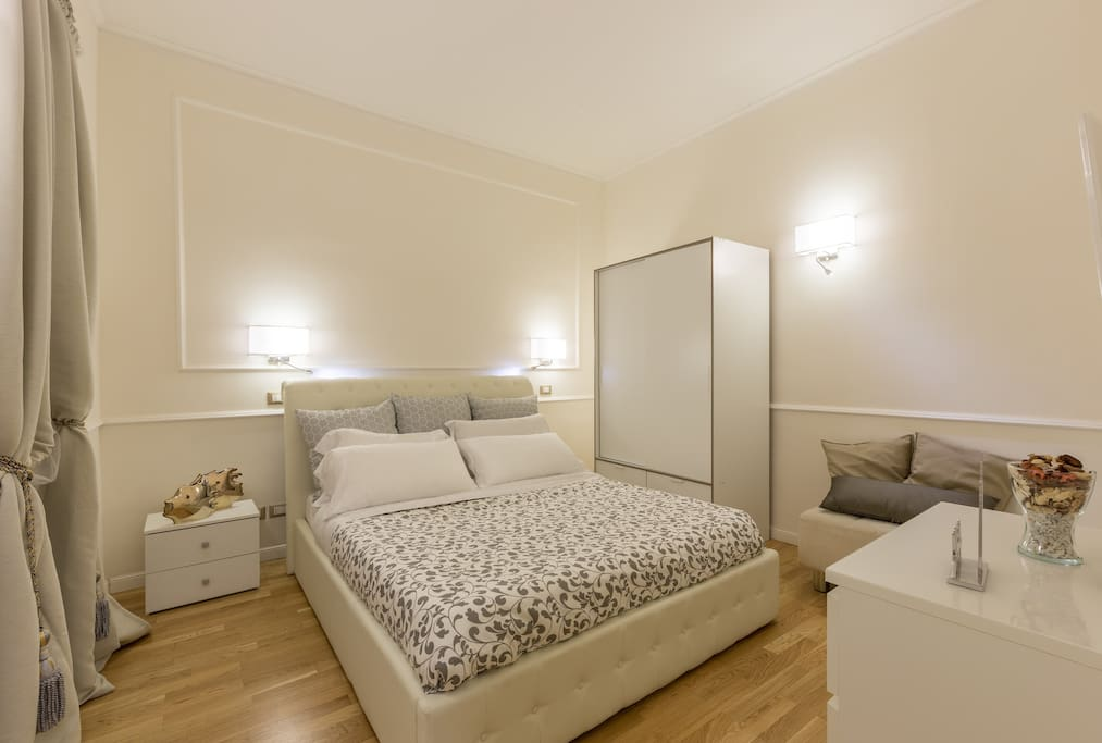 House is very comfy, clean and modern even on details. Very close to the metro or tram stations, just a few minutes walking.