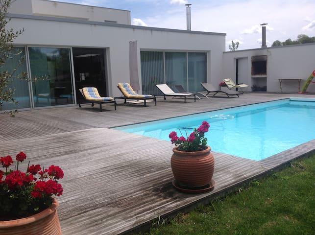 Maison contemporaine avec piscine proche bordeaux - Montussan - Villa
