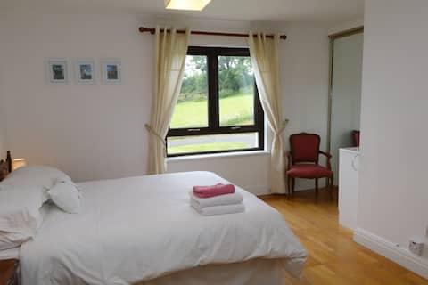 Private  Deluxe Bedroom Bathroom Living-room Suite