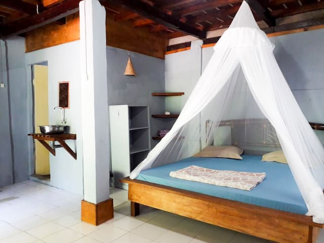 Cosy & romantic room overlooking the jungle