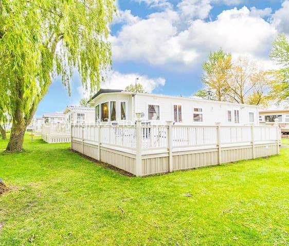 6 berth caravan for hire decking & lake view Southview park Skegness ref 33022CL
