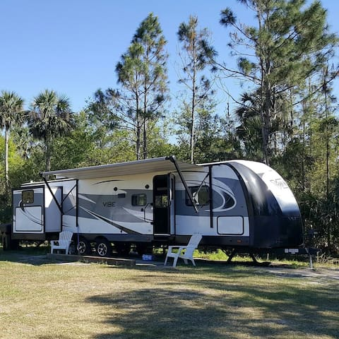 RV in Paradise. Sleeps 10. Near Orlando and beach.