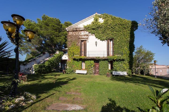 Can Lluro - Sant Feliu de Codines - Dům