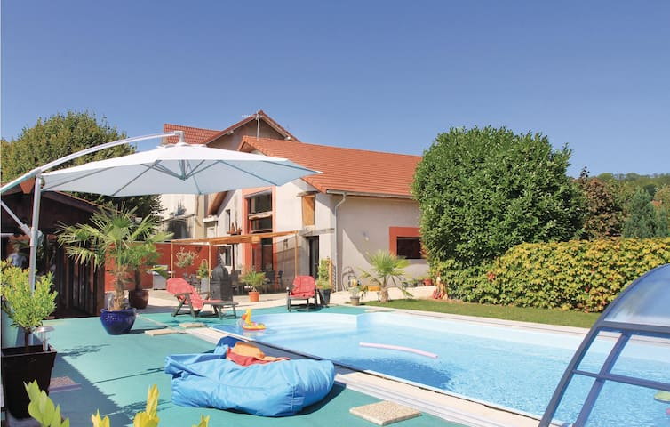 Awesome home in Saint Jean de Moirans with 4 Bedrooms