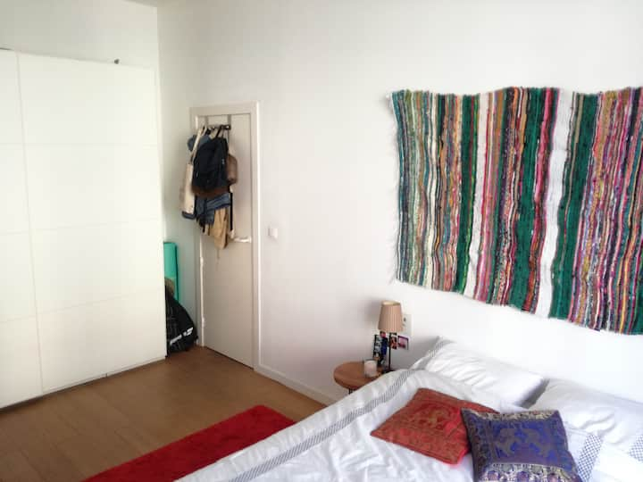 WOMEN ONLY: Cozy room in Saint-Gilles apartment