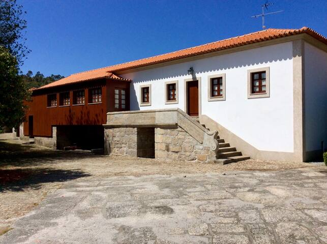 Century-Old Country House w/ Pool - Oporto - Villa