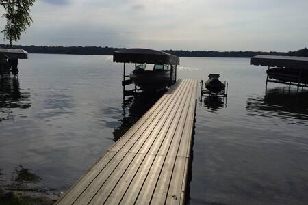 Lauderdale Lakes Waterfront Getaway - Elkhorn