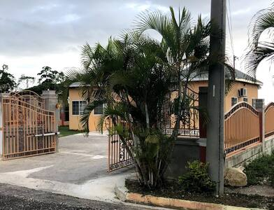 1 Bedroom in  Villa Across From Bluefields Beach
