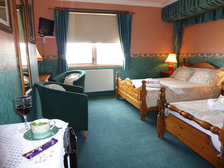 Nice and large room for 3 & Full breakfast