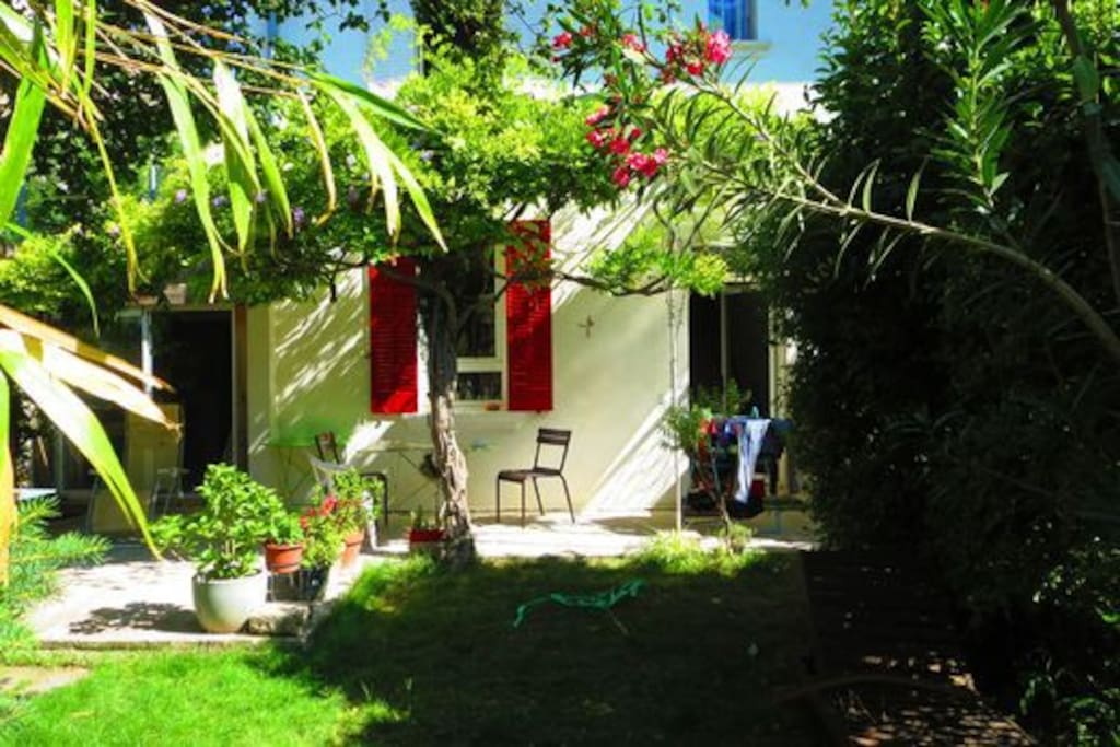 La maison avec un bout de jardin
