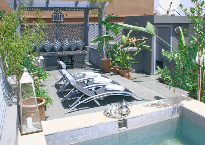 STUNNING 4 Bed Villa with roof Top Pool & Hammam