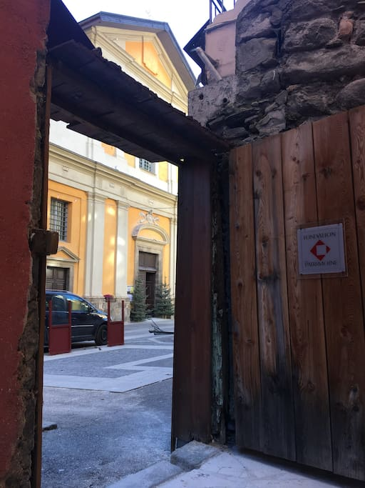 Flat entrance, in front of the baroque church