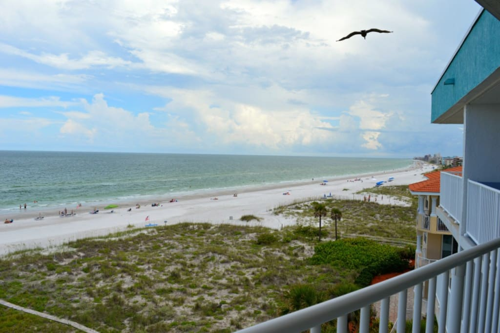 Have a wonderful time on the beach at the chambre for Chambre condos madeira beach florida
