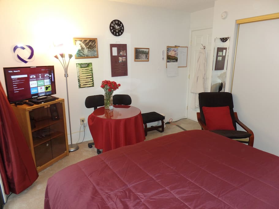 Comfortable space to relax, dine or watch TV, DVD or Netflix.