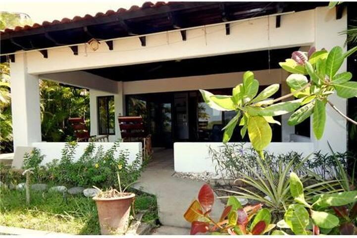 Beautiful Casita!  3 minute walk to the beach! - Playa Hermosa - Villa