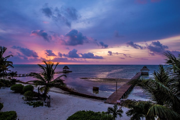 Holiday Savings! Fabulous Beachfront condo sleeps up to 8 persons