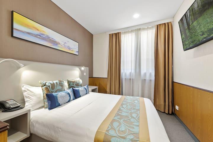 Compact Queen Room