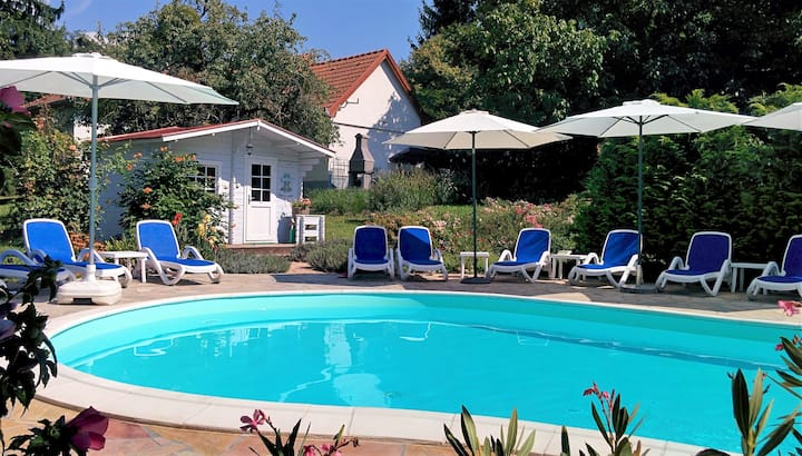 Romantische witte villa met zwembad