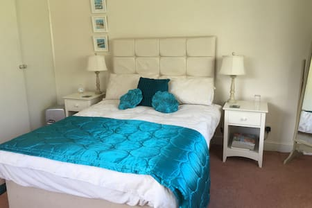 Ensuite room with a sea view - Starcross - House