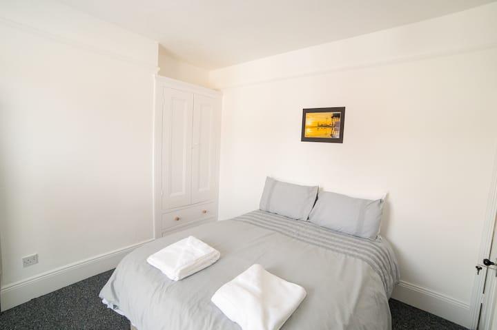 Darlington House R6 Large Double Room