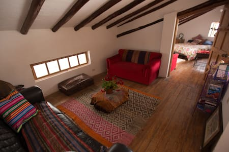 gorgeous spacious room with wooden rafters - Cusco - House - 2