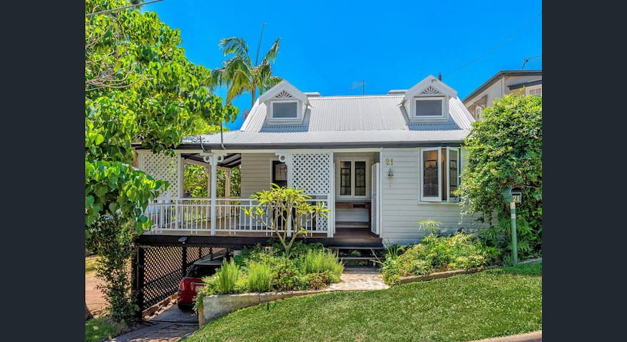 Toowong 3 bed Qld. cottage with 9m pool. - Toowong - Dom