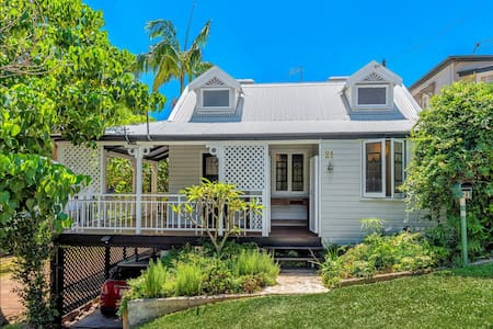 Toowong 3 bed Qld. cottage with 9m pool. - Toowong - 独立屋